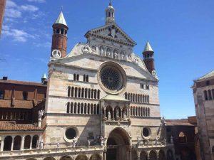 Il duomo delle città di Cremona dove lavore il liutaio Michele Dobner